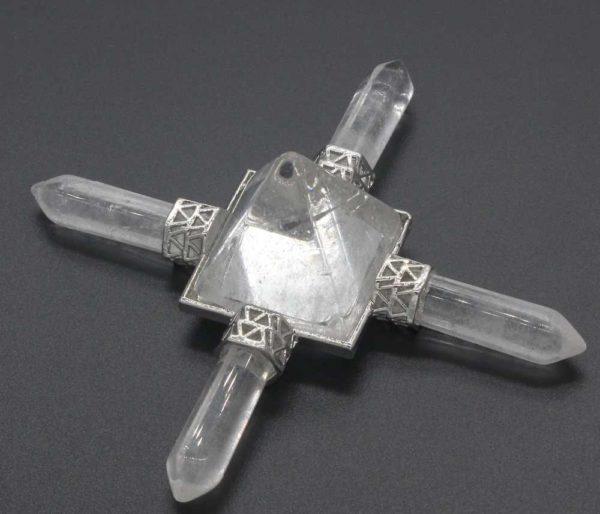 Pyramide énergétique en Cristal de roche avec 4 pointes
