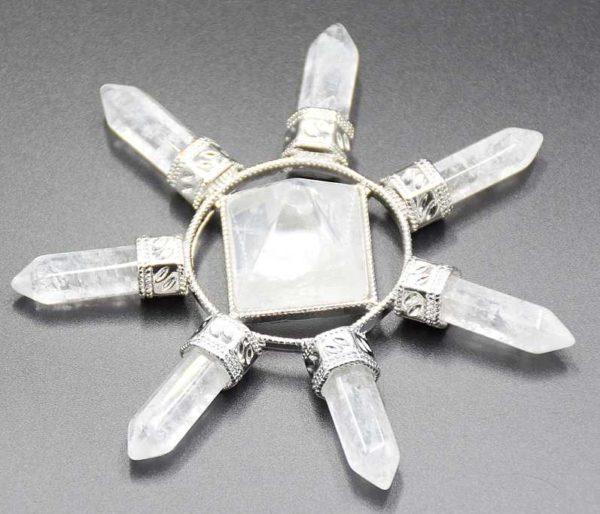 Pyramide énergétique en Cristal de roche avec 7 pointes