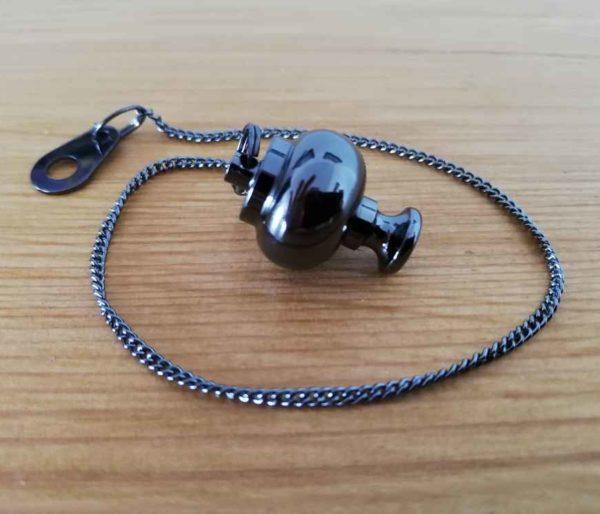Pendule égyptien type Isis en forme de boule cuivre couleur gunmetal