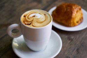 Le café et d'autres aliments en excès peuvent être une source de toxémie exogène.