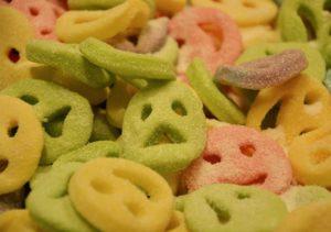 Les aliments dénaturés et industriels peuvent devenir toxiques, surtout consommés en grande quantité.