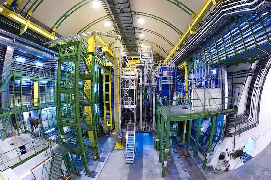 CERN, Expérience LHCb